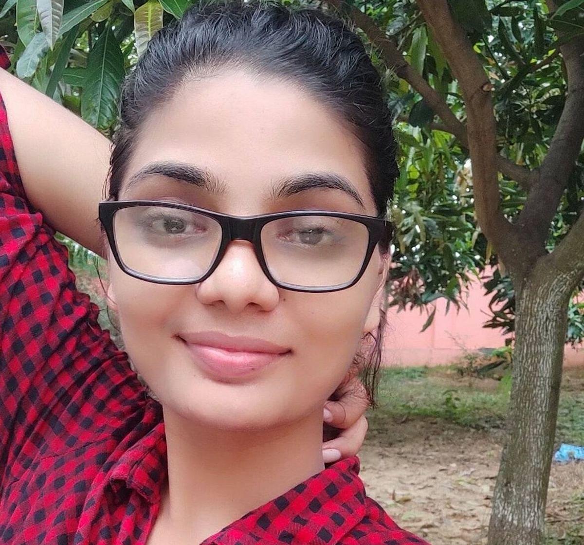 bhojpuri folk singer neha singh rathore new song creates controversy  allahabad university bihar latest news updates rkt | Viral Video: नये गाने  से विवादों में घिरीं 'बिहार में का बा' वाली नेहा