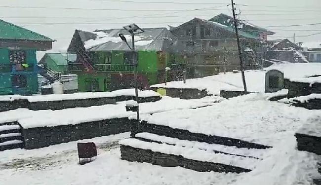हिमाचल में बर्फबारी रुकी, अब गिरने लगे हिमखंड, बर्फ में दब गयीं 280 भेड़ें