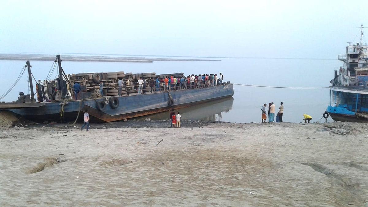 तीन दिन बाद बंगाल में गंगा नदी से निकली एक और लॉरी, केबिन में राजमहल के एक व्यक्ति का शव मिला