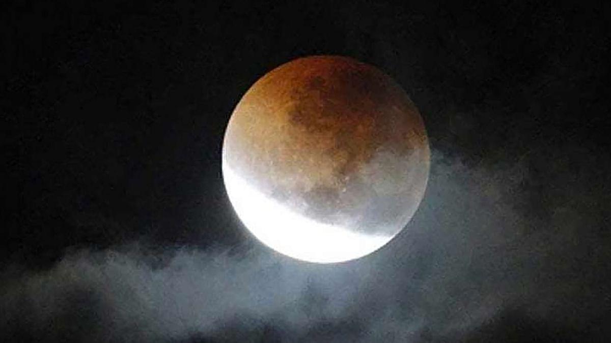 Chandra Grahan 2020 Date : कार्तिक पूर्णिमा को कितना प्रभावित करेगा इस साल का आखिरी चंद्र ग्रहण, 4 घंटे 18 मिनट तक नहीं किये जाएंगे शुभ कार्य