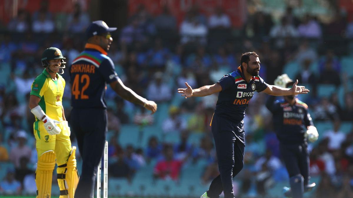 INDvsAUS: इंडिया-ऑस्ट्रेलिया मैच में लौटा पुराना रोमांच, मैदान में नजर आए दर्शक
