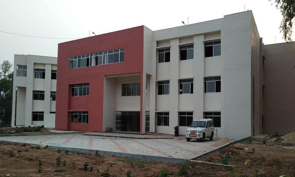 Jharkhand news : देवघर जिले के पालाजोरी नावाडीह में बना मॉडल कॉलेज.