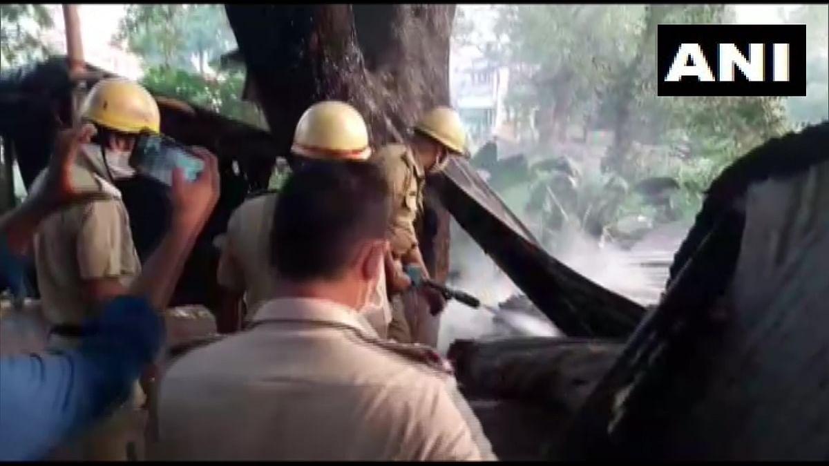 बंगाल के उत्तर 24 परगना में बीजेपी कार्यालय में लगी आग, बीजेपी ने टीएमसी पर लगाया आरोप