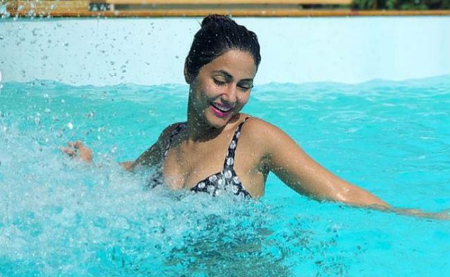 हिना खान ने पूल में दिए दिलकश पोज, 'तूफानी सीनियर' का हॉट लुक सोशल मीडिया पर वायरल, PHOTOS