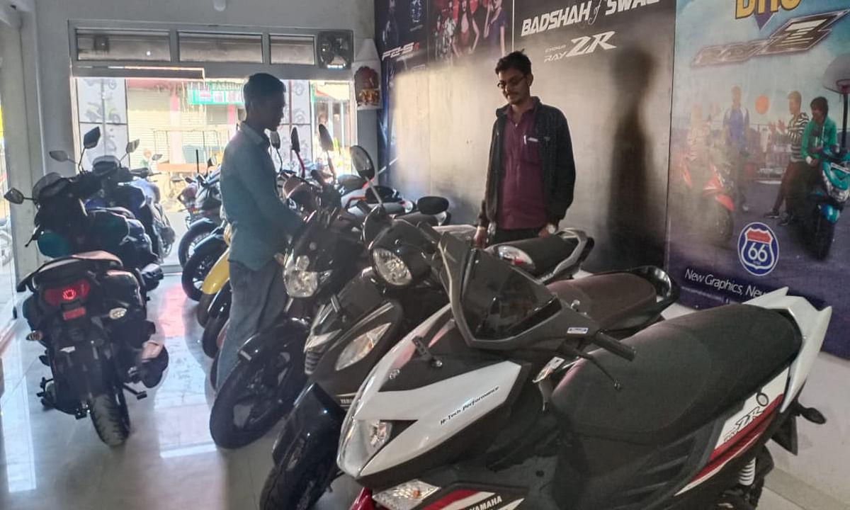 Dhanteras 2020 : बड़कागांव में सजने लगी है दुकान व बाजार, बाइक की बुकिंग भी हुई शुरू
