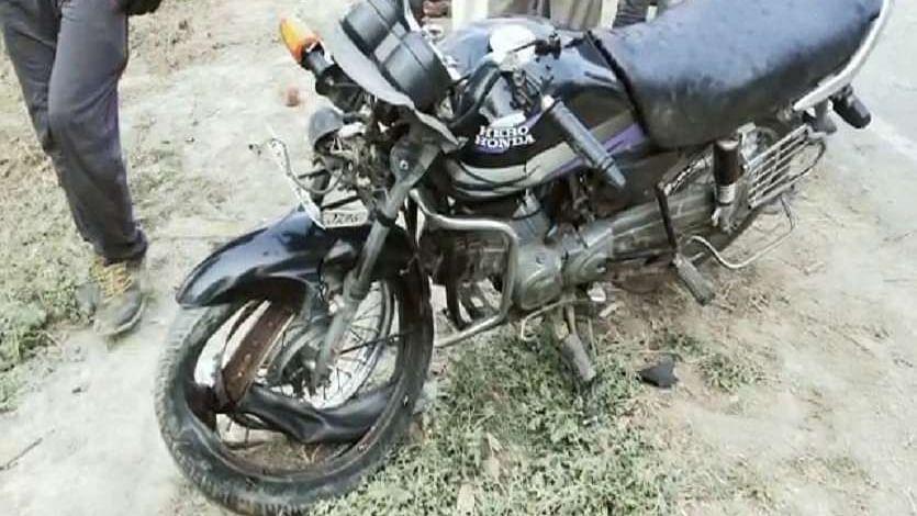 औरंगाबाद में रफ्तार ने छीनी जिंदगी, अज्ञात ट्रक ने बाइक को रौंदा, मौके पर ही पिता-पुत्र की मौत