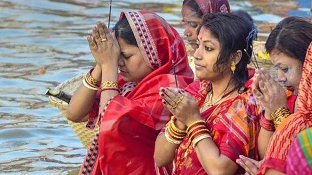Sun Bath Benefits, Chhath Puja 2020: सूर्य स्नान इम्युन सिस्टम से लेकर त्वचा रोग, कैंसर समेत कई घातक बीमारियों में लाभदायक