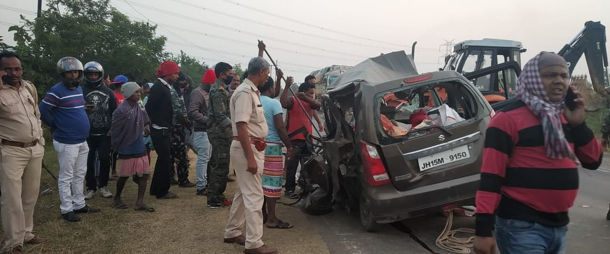 धनबाद में भीषण सड़क हादसा, दो बच्चों समेत पांच लोगों की मौत