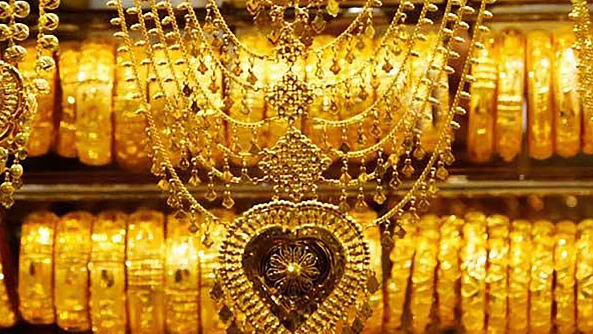 Gold Price Forecast: 45 हजार रुपये से नीचे आ सकता है सोना, लगातार फीकी पड़ रही इसकी चमक, जानें क्या है कारण