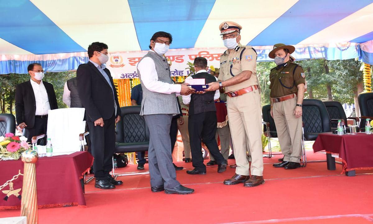 Jharkhand Foundation Day 2020 : राज्यपाल, मुख्यमंत्री व पुलिस पदक से नवाजे गये झारखंड के 80 पुलिसकर्मी व अधिकारी, यहां पढ़ें पूरी लिस्ट...