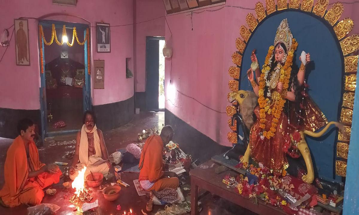Jagadhatri Puja 2020 : खरसावां में जगद्धात्री पूजा पर कोरोना का दिखा प्रभाव, भंडारे का नहीं हुआ आयोजन