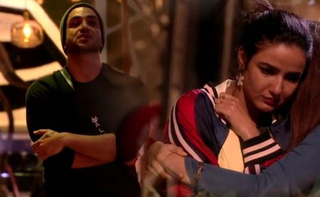 Bigg Boss 14: रुबीना ने जैस्मिन से मांगी अली गोनी की 'कुर्बानी', इस वजह से उलझन में एजाज खान, यहां देखें VIDEO