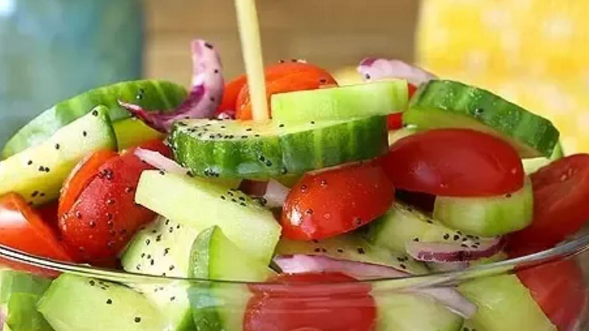 Health News: टमाटर के साथ खीरा का सेवन बेहद खतरनाक, जानें सलाद खाने का सही समय और दोनों में पाए जाने वाले पोषक तत्व के बारे में
