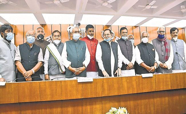 बिहार विधान परिषद के 8 नवनिर्वाचित सदस्यों ने ली शपथ, सीएम नीतीश भी रहे मौजूद