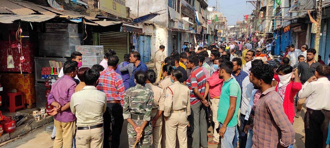 दिन-दहाड़े पुष्पा की हत्या से दुमका के लोगों में आक्रोश.