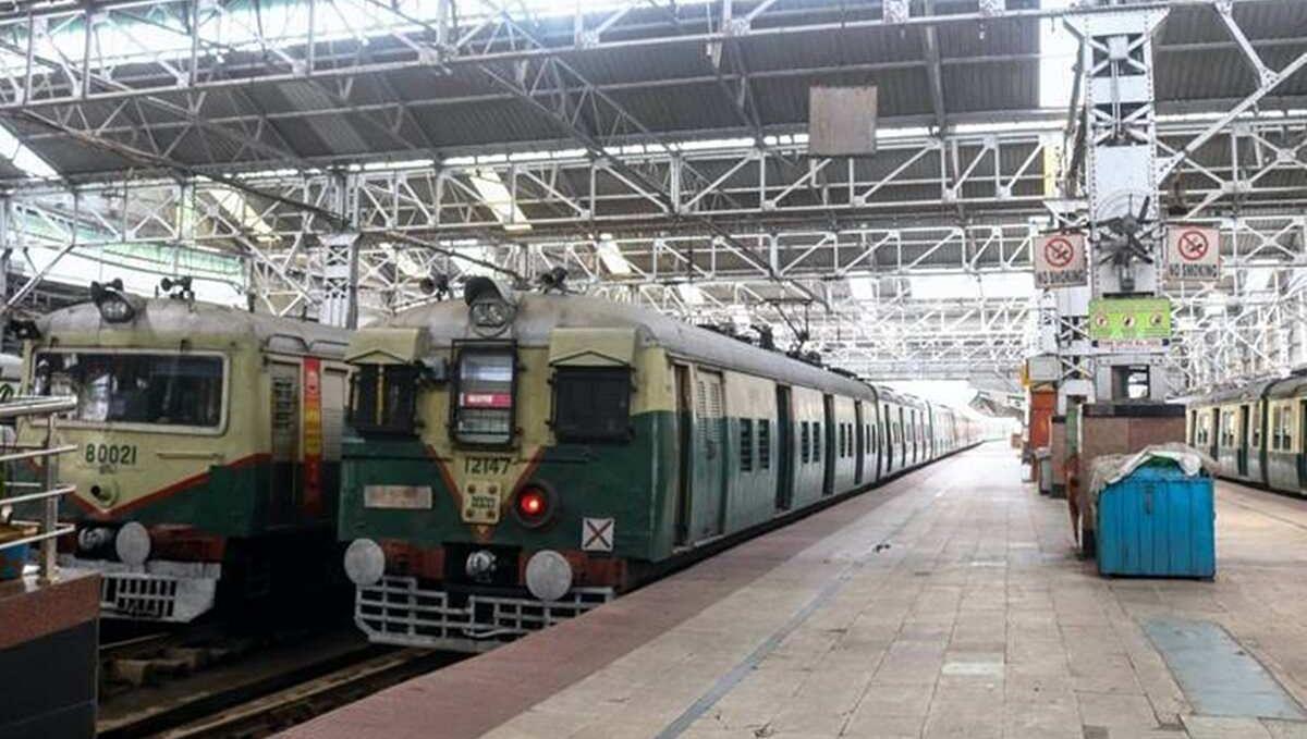 Kolkata Local Train Start Date: बंगाल में 11 नवंबर से चलेंगी 362 लोकल ट्रेनें, रेल मंत्री ने किया एलान