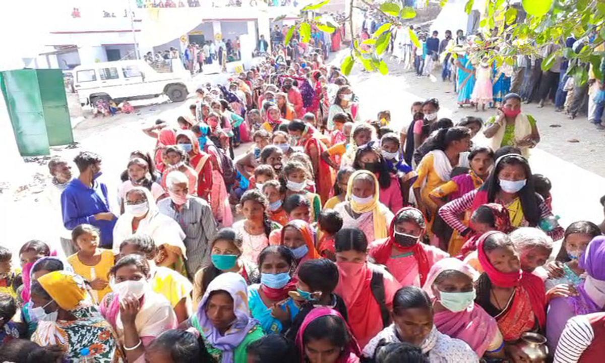 Kartik Purnima 2020 : श्रीरामरेखा धाम पहुंचे श्रद्धालुओं ने की पूजा- अर्चना, पर कोरोना संक्रमण के कारण 4 दिवसीय मेला का नहीं हुआ आयोजन