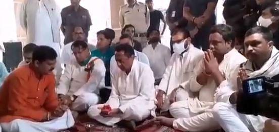Madhya Pradesh by election 2020 : 'हनुमान का हाथ,एमपी के  मुख्यमंत्री बन रहे हैं कमलनाथ', मंदिर पहुंचे पूर्व सीएम, मंगलवार...मंगलवार...मंगलवार...