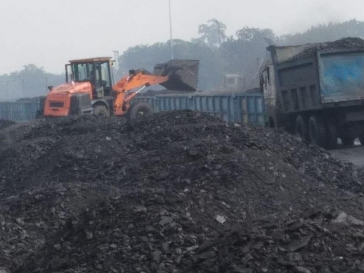 झारखंड के पिपरवार इलाके में नहीं दिखा श्रमिक संगठनों की हड़ताल का असर, कोयले की ढुलाई में लगे सीसीएलकर्मी