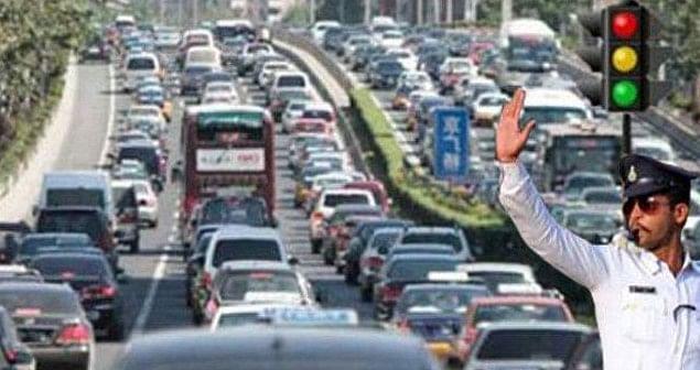 ट्रैफिक पुलिस की नाकामयाबी से हो रहा मेन रोड में अतिक्रमण