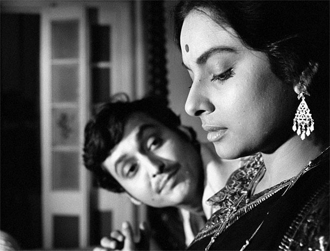 सारा अली खान की दादी और सैफ अली खान की मां शर्मिला टैगोर ने अपने फिल्मी जीवन के शुरुआती दिनों में सौमित्र चटर्जी के साथ कई फिल्मों में काम किया था.
