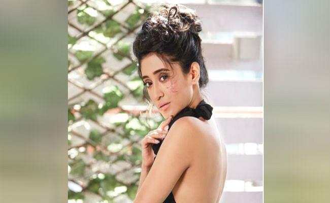 Yeh Rishta Kya Kehlata Hai की 'नायरा' ने बैकलेस टॉप पहनकर बिखेरा हुस्न का जलवा, आप भी देखिए शिवांगी जोशी का बोल्ड अंदाज