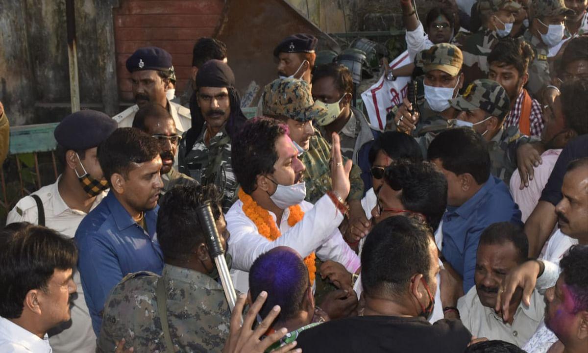 Bermo By Election Result 2020 : पिता की विरासत बचाने में सफल रहे कांग्रेस प्रत्याशी अनूप सिंह, बीजेपी को 14 हजार से अधिक मतों से किया पराजित