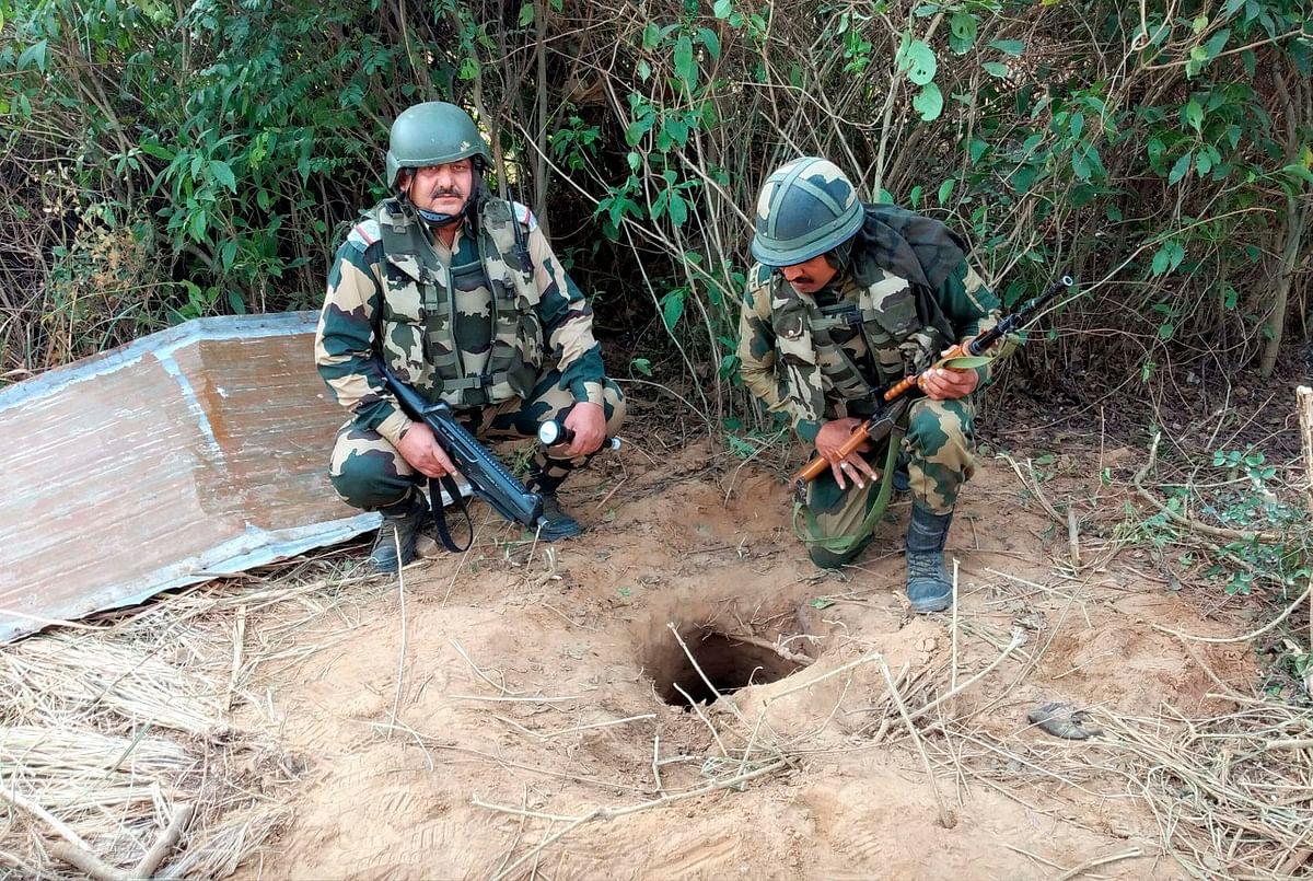सुरंग के अंदर रेंगकर 150 फीट अंदर घुसा BSF का जवान, तो मिले पाक के खिलाफ सबूत