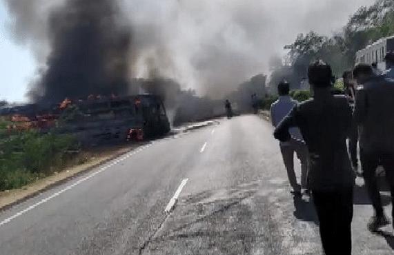 दिल्ली-जयपुर हाइवे पर भीषण हादसा, चलती बस पर हाईटेंशन तार गिरने से लगी आग, 3 की मौत