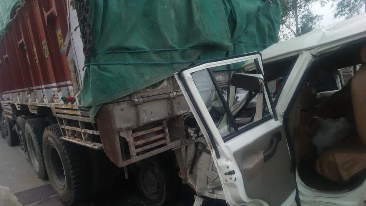 Pratapgarh Road Accident: मातम में बदली शादी की खुशियां, प्रतापगढ़ में बोलेरो ट्रक से टकराई, 14 बारातियों की मौत, मृतकों में 6 बच्चे