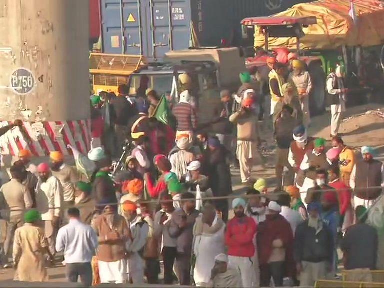 Farmers Protest Live : सिघुं बॉर्डर पर जारी है किसानों का विरोध, यूपी से भी किसानों का दिल्ली मार्च