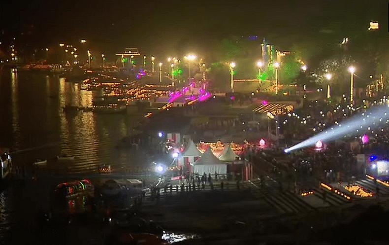 Dev Deepawali in Varanasi Live: लाखों दीपों की रोशनी से जगमगाया काशी, तसवीरों में देखें अद्भुत नजारा