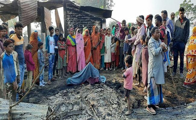 Bihar News: अररिया में हाई वोल्टेज बिजली की तार से लगी आग में जलकर राख हुआ घर, पिता-पुत्री की झुलसने से मौत