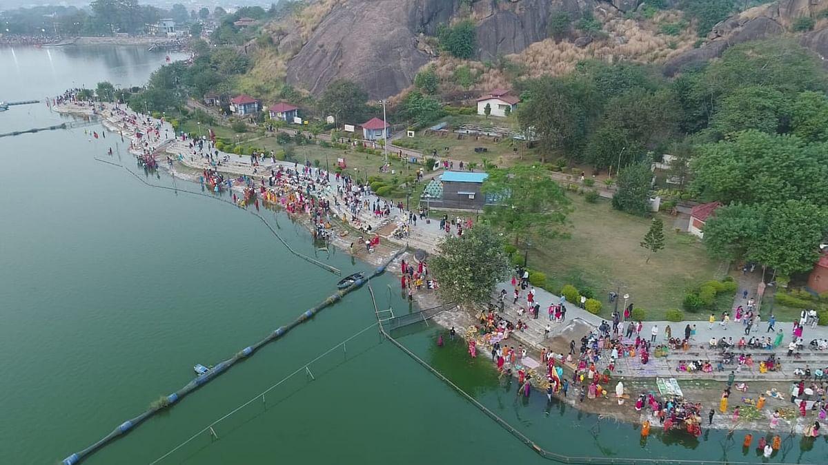 Chhath Puja 2020 :  ड्रोन कैमरे से छठ घाटों की हो रही थी निगरानी, उगते सूर्य को छठव्रतियों ने दिया अर्घ