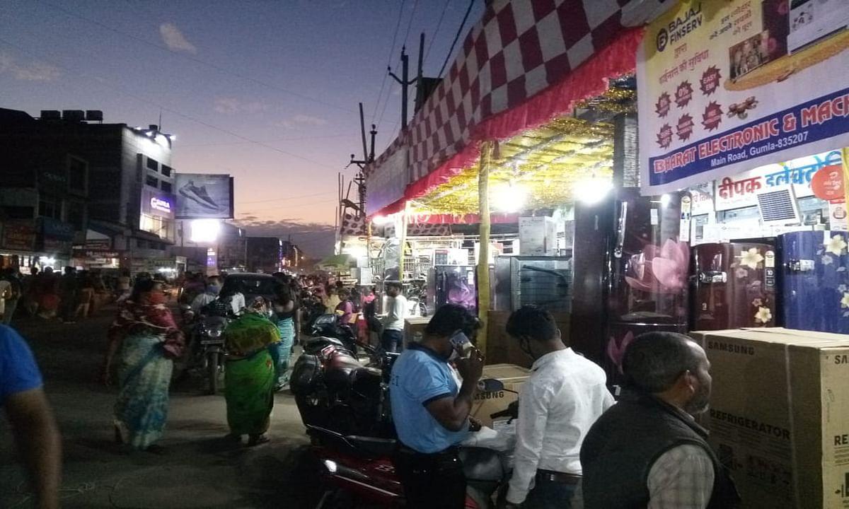 Dhanteras 2020 : गुमला के बाजारों में बरसा धन, 9 करोड़ से अधिक का हुआ कारोबार