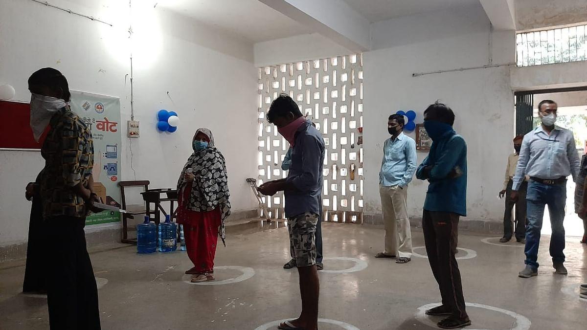 Bihar Vidhan Sabha Chunav 2020, Live Photos Updates: दानापुर और बेतिया विधानसभा में वोट बहिष्कार, देखें चुनाव से जुड़ी सभी लेटेस्ट फोटो व हर अपडेट