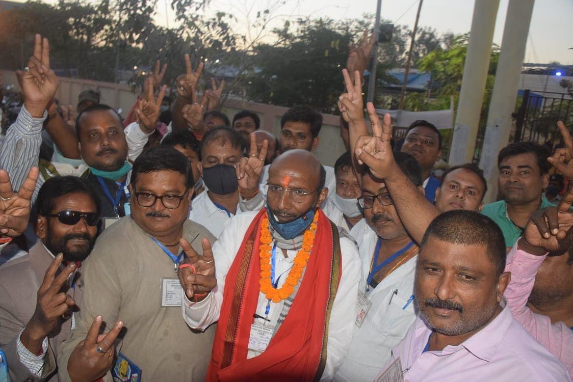 Muzaffarpur Election Result 2020: नीतीश के सरकार के मंत्री हारे,कांग्रेस के विजेंद्र चौधरी को मिली जीत
