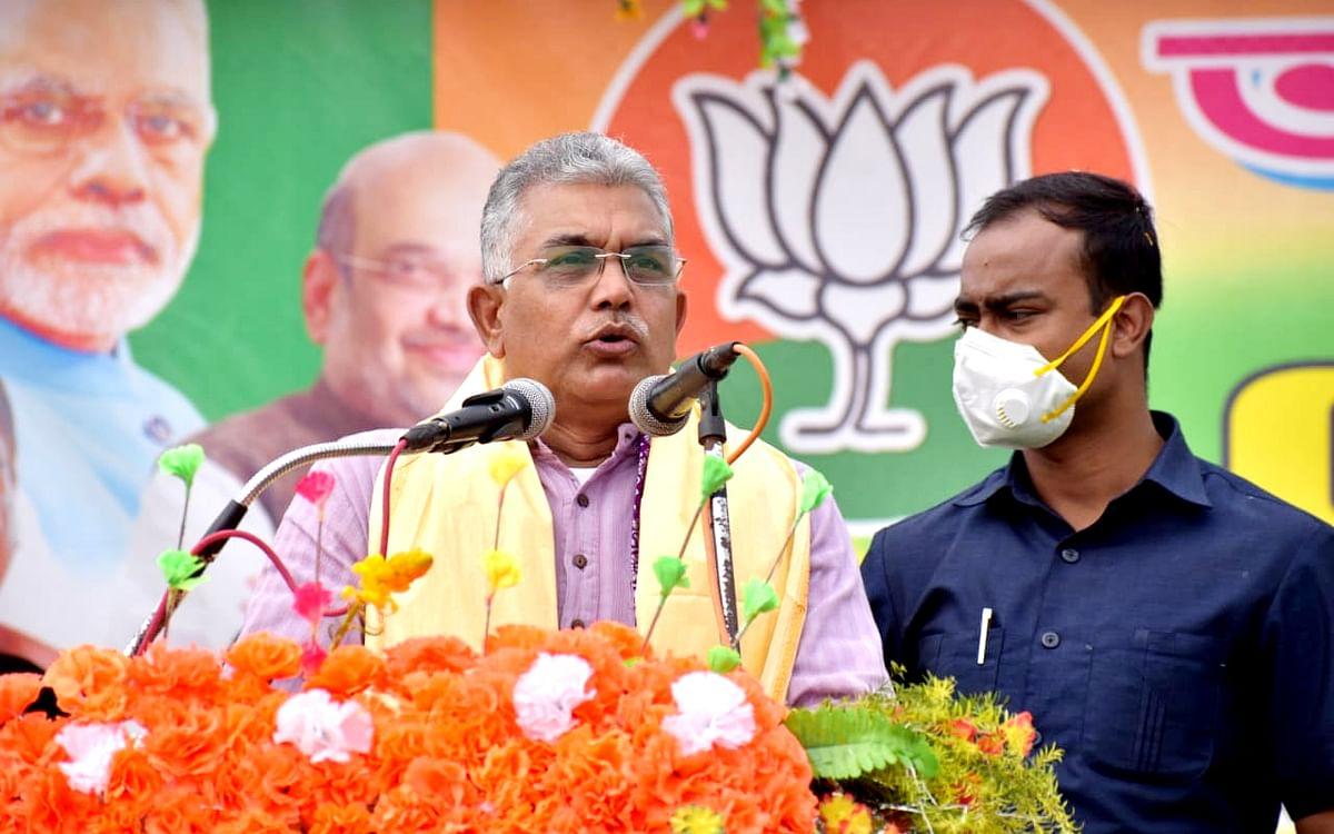 ममता बनर्जी के आवास पर हुई आपात बैठक, भाजपा नेता दिलीप घोष बोले, तृणमूल के विधायकों-मंत्रियों को सरकार पर नहीं रहा विश्वास