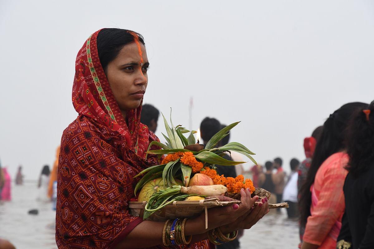 Chhath Puja 2020: तसवीरों में छठ की छटा, सालों से पूजा का आयोजन, भगवान सूर्य और महाभारत से भी जुड़े हैं मंदिर