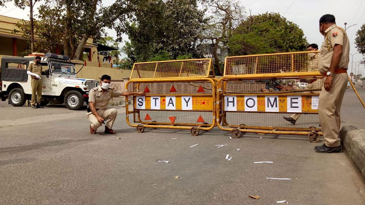 Coronavirus: अहमदाबाद में आज रात से 57 घंटे का कम्प्लीट कर्फ्यू, लोग करने लगे पैनिक बाइंग, बाजार में उमड़ी भीड़