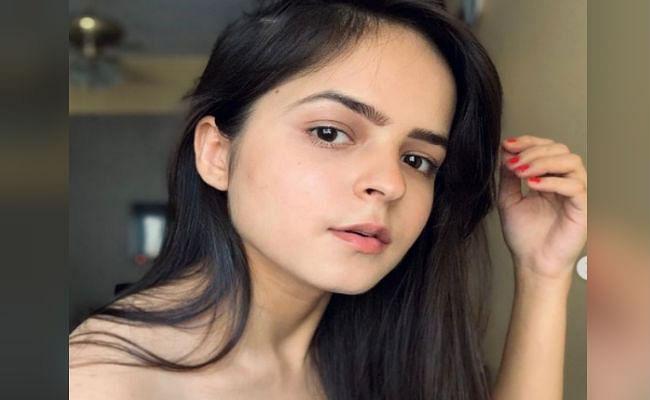 Taarak Mehta Ka Ooltah Chashmah : भिड़े की बेटी 'सोनू' रेड बॉडीकॉन ड्रेस में दिखी बेहद ग्लैमरस, दिल हार बैठे फैंस