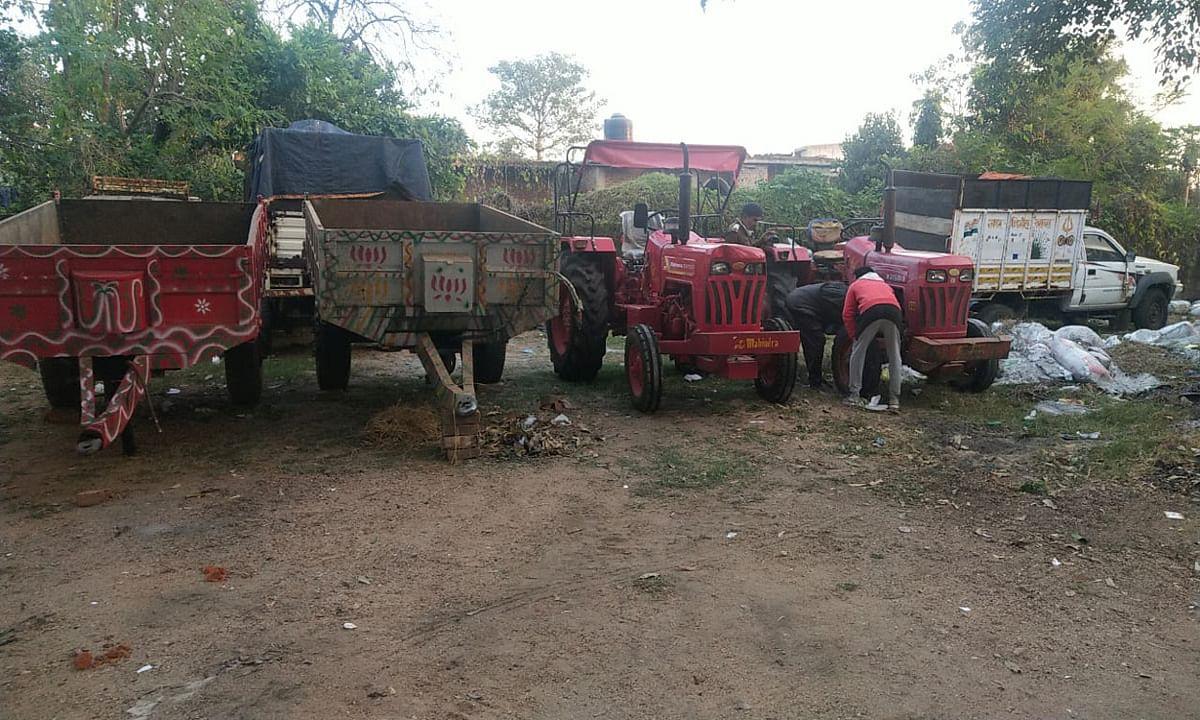 जयनगर में पुलिस ने ट्रैक्टर चोर गिरोह का किया खुलासा, हजारीबाग के 3 आरोपी समेत 6 को किया गिरफ्तार
