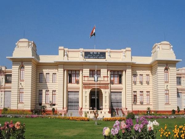 Bihar Assembly session 2020 : पढ़ कर नहीं बिहार के इन विधायकों ने सुन कर ली शपथ