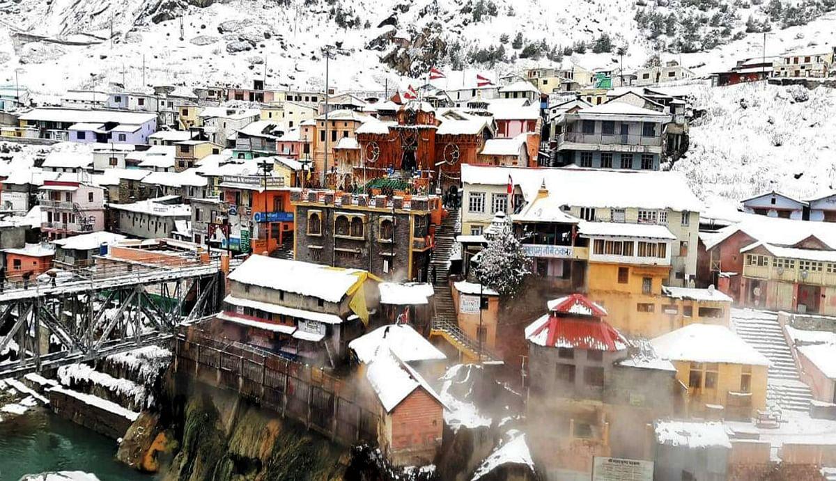 Weather Report : शिमला से लेकर बद्रीनाथ तक बिछ गई बर्फ की चादर, मौसम का लुत्फ उठाने के लिए पहुंचने लगे सैलानी