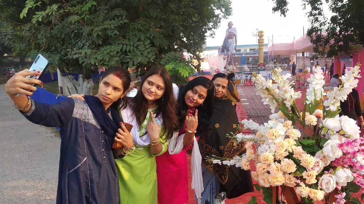 Bihar Election 2020: बिहार विधानसभा में 'महिला शक्ति', मैदान में 370 कैंडिडेट, आज दिखेगा 'गुलाबी गैंग' का जलवा?