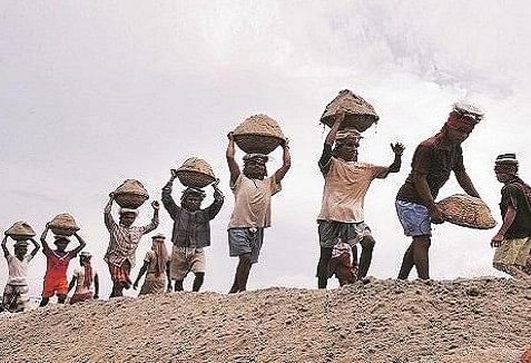 आयुष्मान योजना से जुड़ेगे बिहार के 15 लाख श्रमिक, 5 लाख रुपये तक का करा सकेंगे मुफ्त इलाज, जानें किन मजदूरों को मिलेगा लाभ