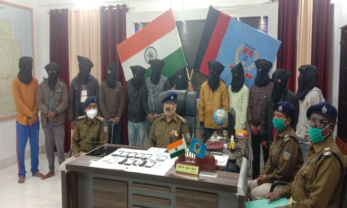 UPI वॉलेट से ठगी के शिकार पीड़ित को पैसे रिफंड दिलाने के नाम पर फिर की ठगी, देवघर से 12 साइबर क्रिमिनल गिरफ्तार