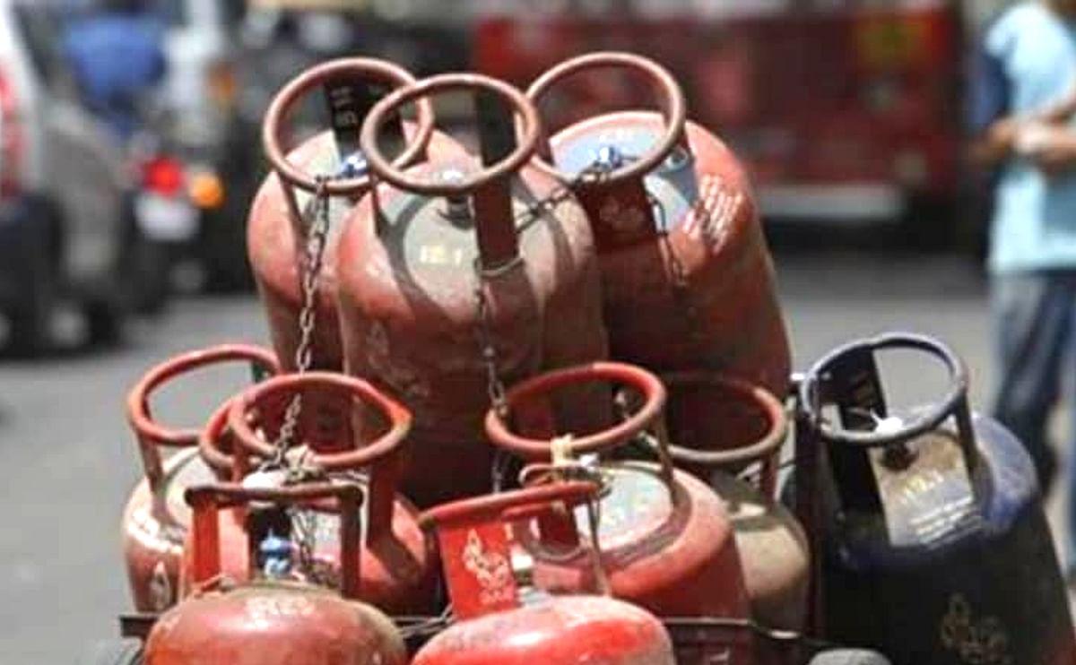 LPG Cylinder Latest Updates : एलजीपी सिलेंडर की दरों पर सरकार लेगी बड़ा फैसला? आपकी जेब से है इसका सीधा संबंध