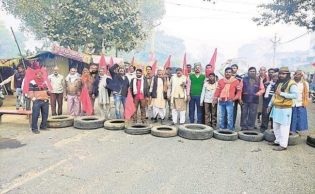 कृषि विधेयक, प्रस्तावित बिजली बिल समेत कई मुद्दे पर भाकपा माले का प्रदर्शन, यूपी-बिहार मुख्य मार्ग पर घंटों जाम में फंसे रहे लोग