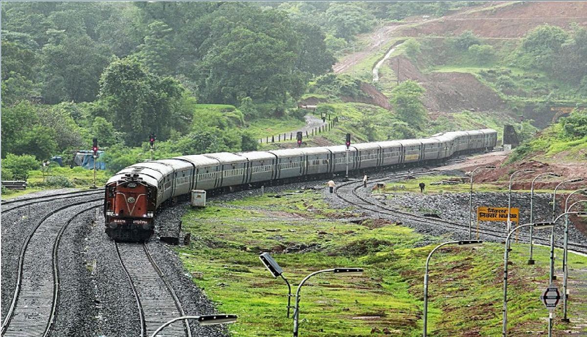 Railway news : कोंकण रेलवे से महाराष्ट्र सरकार ने कहा, संकेत, विज्ञापन में हो मराठी भाषा का इस्तेमाल